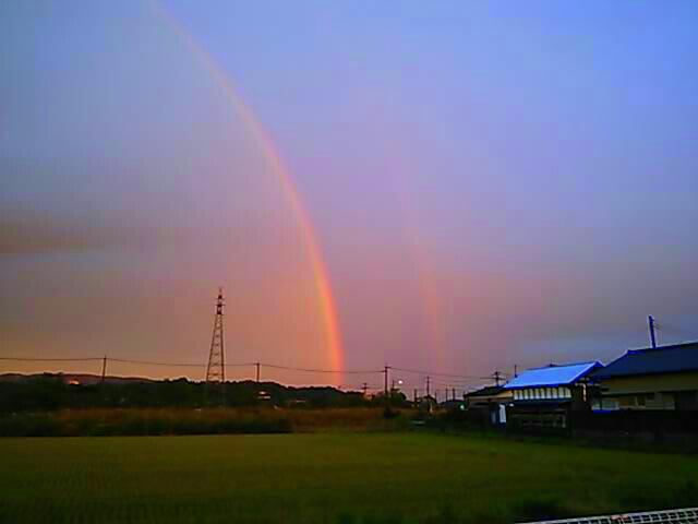 二重の虹と夕焼け